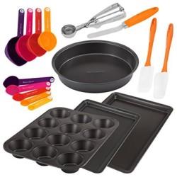 17 Piece Metal and Gadget Pans Set