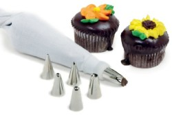 8 Piece Cake Decorating Set