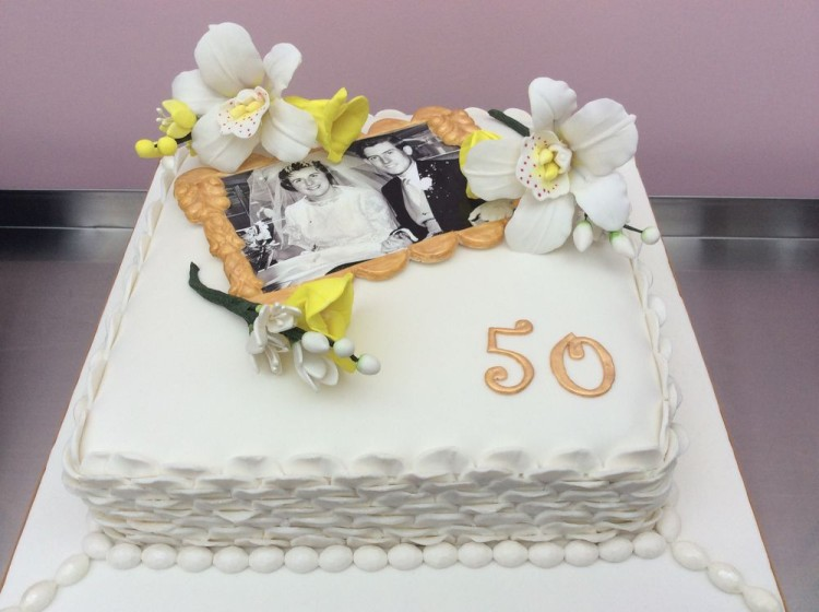 Cake Designs For Golden Wedding Anniversary : Gold Wedding Anniversary Cake