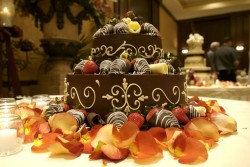 Groom cake wtih chocolate and strawberries