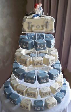 Mini cakes – suitcases