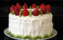 Strawberry and kiwi cake
