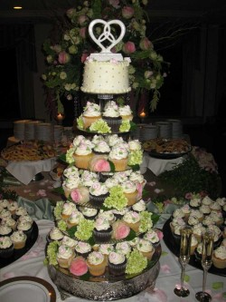 Wedding cupcakes with flowers
