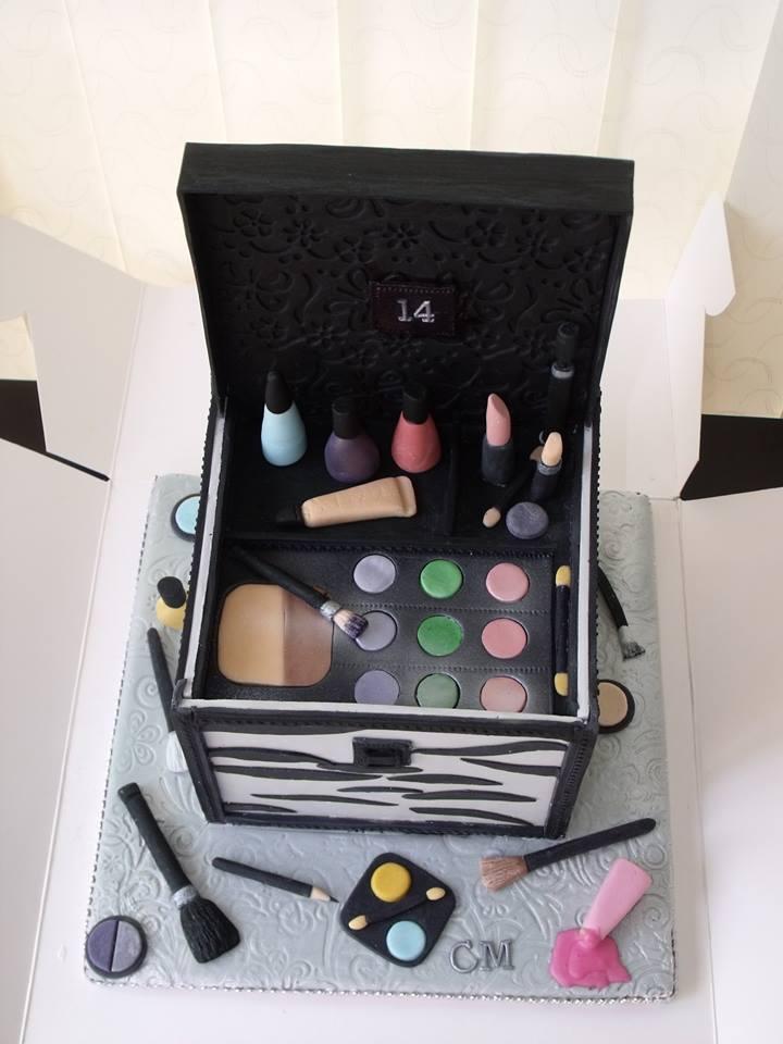 Birthday Cake   Makeup Box