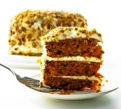 Carrot cake with tea