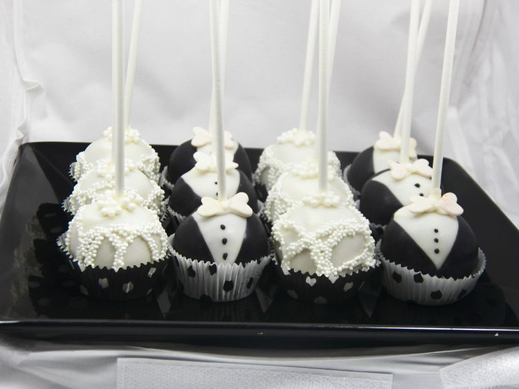 Cute Wedding Cake Pops