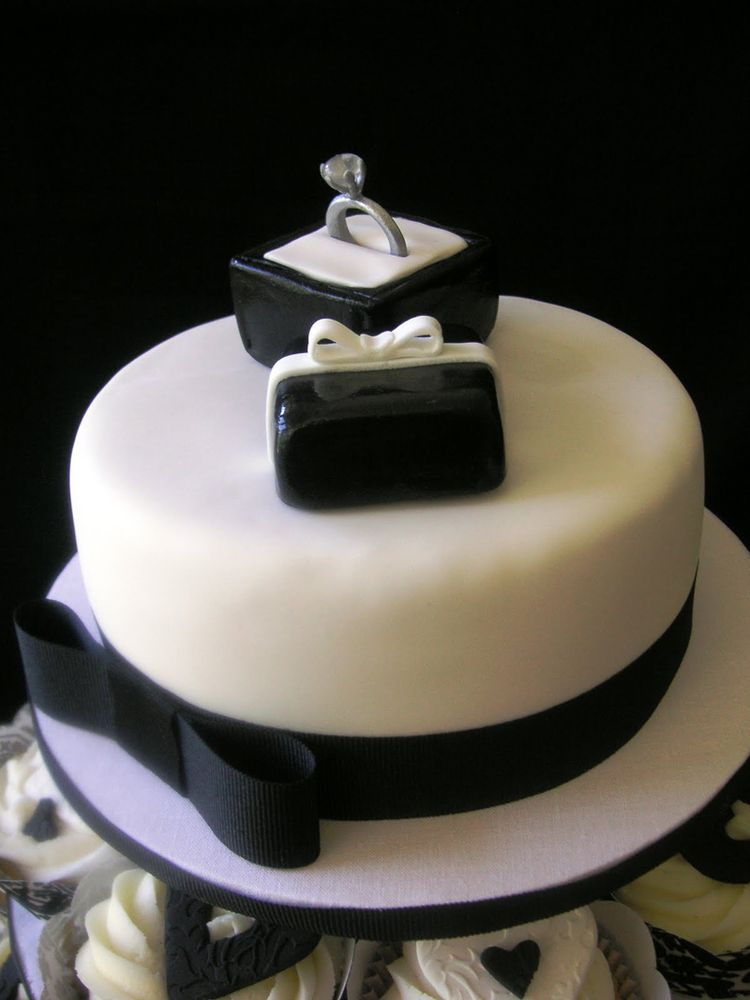 engagement cake with ring