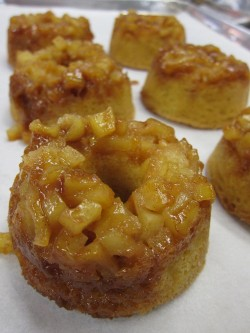 Mini Apple Cakes