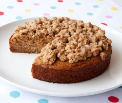 Banana Cake with Crunchy Pecan Topping