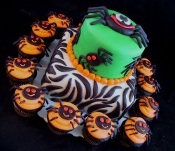 Halloween Cake with Cupcakes