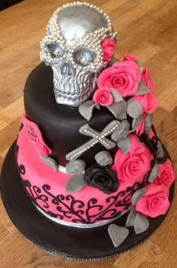 Halloween Cake with Pink Roses