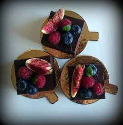 Mini Cakes with Fresh Berries