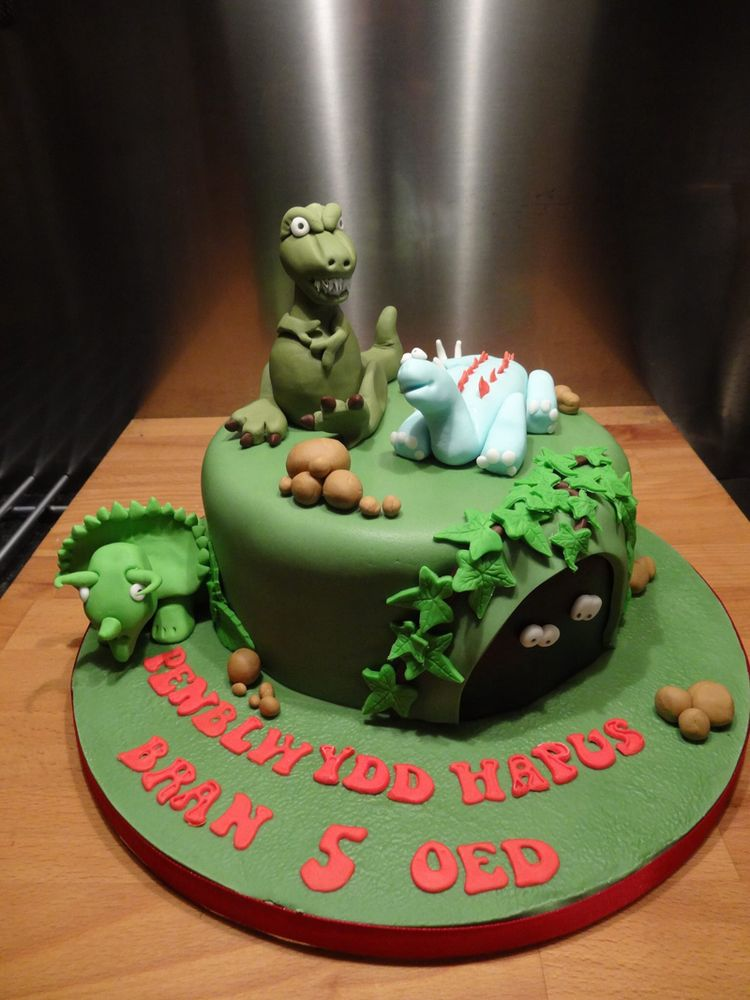 Small Cake With Dinosaurs