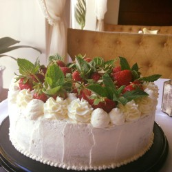 Strawberries Cake