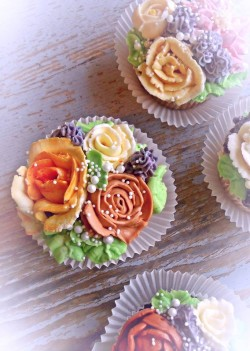 Birthday Cupcakes with roses