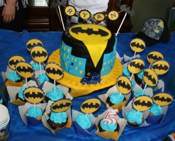 Batman Cake with Cupcakes