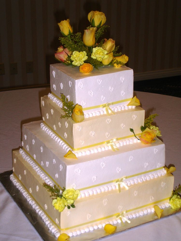Quinceanera Cake with Yellow Roses