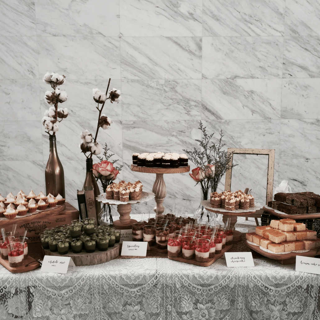 Red Dessert Table For Weddings: Wedding Sweet Table