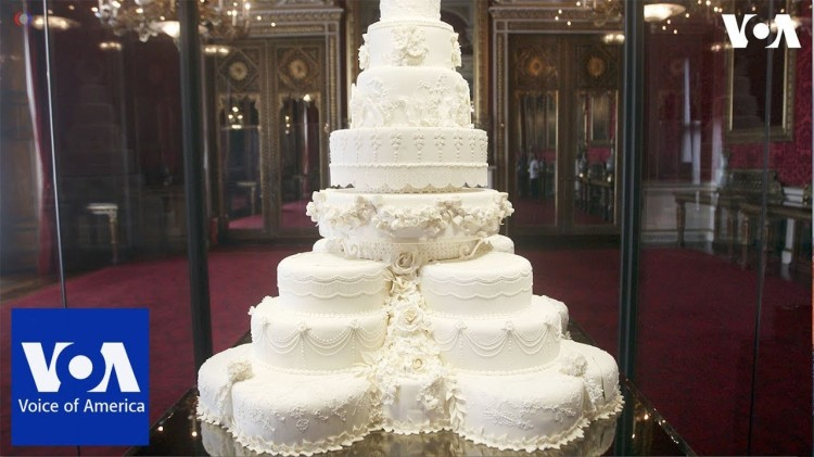 I'd like to have such a royal wedding cake as well!