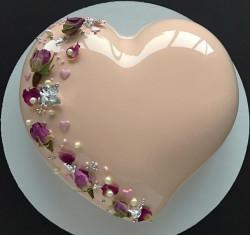 Glaze heart cake